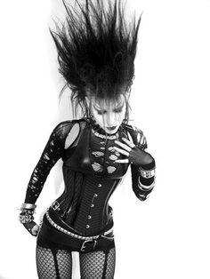 Deathrock hair on this #Goth girl