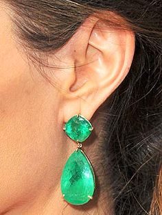 http://rubies.work/0719-ruby-earrings/ The colossal Colombian emerald tear drop earrings Angelina Jolie wore to 2009 Oscars✿⊱╮