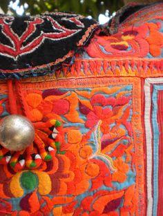 Folkloric from Asia - Tribal Hmong Vintage Textile Bag Textile Texture, Textile Fiber Art, Hmong People, Indian Fabric, Fabric Yarn, Vintage Textiles, Textile Patterns, Motifs, Margarita