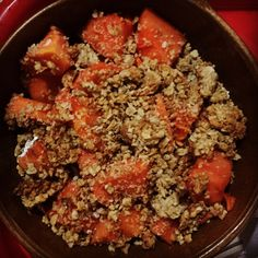 #healthydinner!!! Además de deliciosa: porción de papaya en una cama de #AvenaEnHojuelas y #Chía con dos galletas de avena trituradas encima de @artesano_naturalcafe!!!! Chia, Beef, Health, Food, Oatmeal Cookies, Artisan, Salud, Meal, Health Care