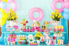 Que tal comemorar o aniversário dos pequenos com uma festa na piscina? Summer Pool Party, Beach Party, Summer Parties, Summer Bash, 9th Birthday, Birthday Parties, Birthday Ideas, Pool Cake, Party Co