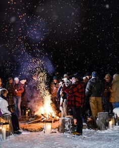 How to Throw a Bonfire Party - Comfort food classics including beef stew, garlic bread, and s'mores are on the menu at this Montana family's get-together. Get all the festive details and recipes. Holi Party, Dessert Party, Spider Girl, Winter Fun, Winter Theme, Winter Night, Martha Stewart, Outdoor Parties, Bonfire Parties