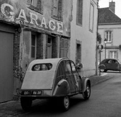 #2cv OLD AND STRONG FRENCH CAR CITROEN 2CV