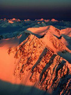 The Chugach Mountain Range, Alaska, USA, by .Carlos Rojas on Beautiful World, Beautiful Places, You're Beautiful, Beautiful Sunset, Winter Schnee, Mountain Range, Forest Mountain, Places To See, Cool Pictures