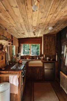 Small Cabin Kitchens, Small Cabin Interiors, Rustic Interiors, Small Cabin Decor, Tiny House Cabin, Tiny Cabins, Log Cabin Homes, Cabin In The Woods, Wooden Cabins