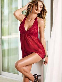 Yeni yıl için Victoria's Secret kırmızı iç çamaşırları | elitstil.com