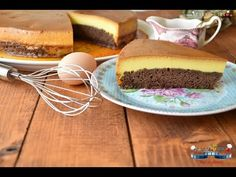 Tortul cu crema de zahar ars este pentru mine unul cu gust de copilarie! Este exact genul de tort de casa simplu, fara fite, de care se poate bucura toata familia. Singura lui problema, ca nu se putea altfel, este ca trebuie sa stea cateva ore bune la rece. Dar, si cand au trecut acele ore parca interminabile, nimic nu ma poate opri sa nu-mi tai o felie uriasa! Pai este un fel de 3 in 1 irezistibil – caramel, crema de zahar ars si blat de pandispan. Toate intr-o singura lingurita! Zici ca… Romanian Desserts, Creme Caramel, No Cook Desserts, Sandwiches, Sweets, Beef, Cooking, Food, Videos