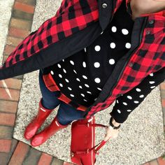Black and white polka dot sweater, red buffalo plaid vest, and red hunter boots Winter Sweater Outfits, Plaid Outfits, Fall Winter Outfits, Cute Outfits, Winter Style, Winter Fashion, Casual Outfits, Red Hunter Boots, Hunter Boots Outfit