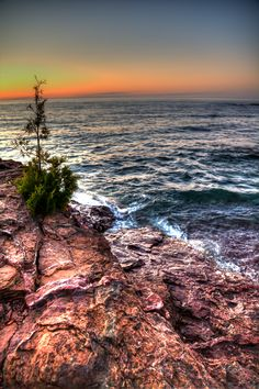 The shores of Lake Superior in Presque Isle Park, Marquette, Michigan. Photo by @Joey Lax-Salinas