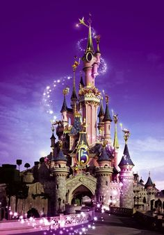 I would love to visit Disneyland Paris because I have been to Walt Disney World in Orlando. it would be so cool to see what its like in Paris. Disney Magic, Disney Love, Disney Parks, Walt Disney World, Disney Pixar, Disney Worlds, Disney Cruise, Princesa Ariel Da Disney, Chateau Disney