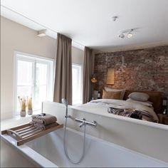 Open bathroom at Mother Goose Hotel in Utrecht, The Netherlands