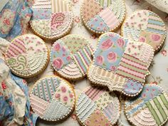 Shabby-Chic-Cookies.. Maybe one day I'll have the patience to do something this amazing!