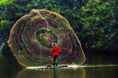 One giant colorful net – A cool colorful way to catch fish. You have to wonder how many fish this guy can catch with it. Around The World In 80 Days, People Around The World, Around The Worlds, Landscape Photography, Nature Photography, Great Photographers, Art For Art Sake, Color Of Life, Great Photos