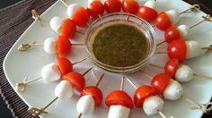 Espetadas de tomate-cereja e mozarela com molho pesto