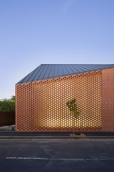 Harold Street Residence / Jackson Clements Burrows - Architects - ressed red brickwork to the external facades Design Exterior, Brick Design, Facade Design, Roof Design, Patio Design, Architecture Résidentielle, Contemporary Architecture, Melbourne Architecture, Installation Architecture