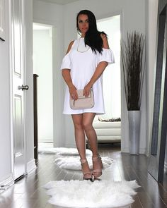GlamorChic: A CHIC WAY TO WEAR WHITE Summer Looks, New Trends, Fashion Photography, White Dress, Ootd, Chic, T Shirt, How To Wear, Dresses