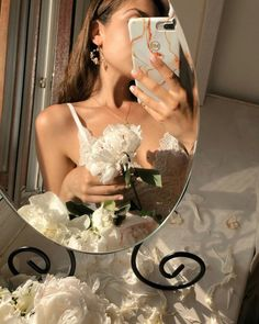 Herbal skin care care # vegetable Skin care routine skin care herbal Do you think it's necessary to use … Gold Aesthetic, Classy Aesthetic, Aesthetic Vintage, Aesthetic Photo, Aesthetic Girl, Aesthetic Pictures, Foto Glamour, Shotting Photo, Images Esthétiques