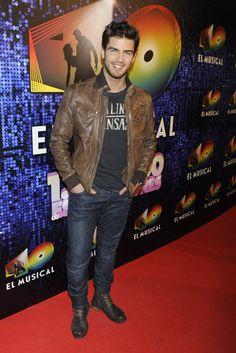 Maxi Iglesias en el estreno de '40 el musical' #actores Jon Snow, Maxi Iglesias, Judy Garland, Cool Style, Dj, Mens Fashion, Actors, Celebrities, Model