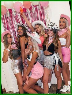 Cowgirl Halloween Costume, Girl Group Halloween Costumes, Halloween Outfits, Duo Costumes, Family Halloween, Halloween College, Cow Girl Costumes, Halloween 2020, Halloween Parties