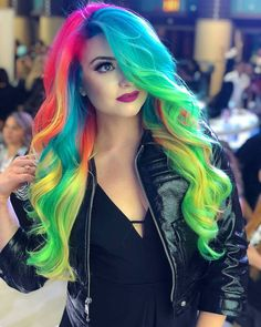 Experts who used to work ombre styles are now concentrating on fancy rainbow hair colors these days. Looking for Christmas Hair Colors Ideas? Here is 7 Crazy Rainbow Christmas Hair Colors Ideas for Trendy Girls to wear, Check them NOW Hair Color Underneath, Hair Color 2018, Hair 2018, Pretty Hair Color, Christmas Hair, Christmas Colors, Hair Dye Colors, Rainbow Hair Colors, Rainbow Dyed Hair
