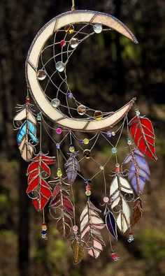Dream Catcher Stained Glass Sun Catcher Native American Southwest Art Glass Dream Catchers figure prominently in the mythology of many Native Stained Glass Projects, Stained Glass Patterns, Stained Glass Art, Mosaic Glass, Fused Glass, Stained Glass Suncatchers, Los Dreamcatchers, Moon Dreamcatcher, Cristal Art