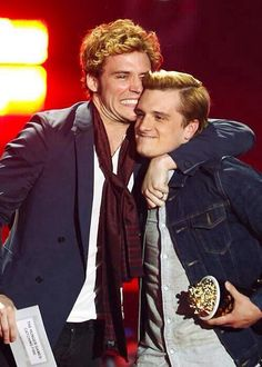 Sam Clafin (Finnick) and Josh Hutcherson (Peeta) accepting the Movie of The Year award for Catching Fire at the MTV Movie Awards. 4/13/14