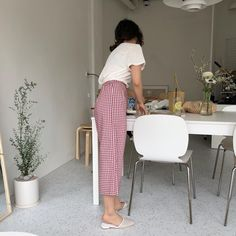 Soft Summer Lipsticks by Jane Fardon Pretty Outfits, Cute Outfits, Gingham Pants, Red Gingham, Casual Chique, Everyday Fashion, Spring Summer Fashion, Dress To Impress, Korean Fashion