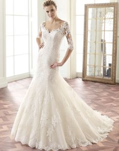 Made from the finest bridal lace and tulle, this spectacular wedding dress has a…