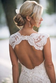 I adore this!!!!!! Lace wedding dress with cut out back - LOVE!