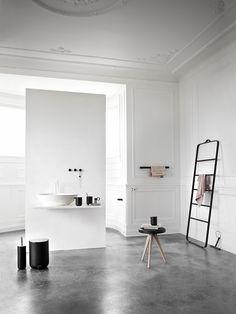 This is one of our favorite concrete floors we've seen  Bath 02_Forlaenget_uden_spejl