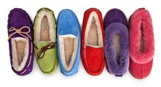 To know more about UGG slipper, visit Sumally, a social network that gathers together all the wanted things in the world! Featuring over 665 other UGG items too! Sheepskin Slippers, Ugg Slippers, Womens Slippers, Snow Boots, Ugg Boots, Uggs With Bows, Uggs For Cheap, Fashion Boots, Fasion
