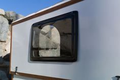 Telescoping wooden caravan raises the roof on small living Tent Trailer Camping, Diy Camper Trailer, Pop Up Trailer, Pickup Camper, Tiny Camper, Tent Trailers, Pop Up Caravan, Gypsy Caravan, Lightweight Camping Trailers