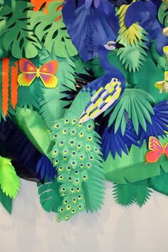 Jungle Theme Crafts, Jungle Decorations, School Decorations, Flower Crafts, Diy Flowers, Paper Flowers, Deco Jungle, Art Bulletin Boards, International Craft