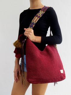 DESCRIPTION This beautiful hand knitted morral by Mexican Artisans from Mayan zone, is unique and exclusive design of Otomiartesanal, is a tote bag with a very ethnic touch and a beautiful giant pompon hanging on one of its sides. The incredible design of Hand Knitting, Knitting Patterns, Crochet Handbags, Knitted Bags, Handmade Bags, Beautiful Hands, Purses And Bags, Knit Crochet, The Incredibles