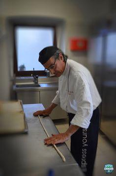 Dalle sapienti mani dello Chef Francesco Garzelli, ogni giorno, Cascina Roland offre ai propri clienti fragrante Pane caldo e Grissini.