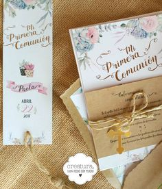creatura: Estas invitaciones van acompañadas por un plano de llegada, tarjetón informativo, time line y toda las piezas necesarias para el día de la comunión como minutas, recordatorios, marca páginas, libro de firmas, sobres forrados, etiquetas, cajitas para los regalos #etiquetas #labels #invitadaboda #invitacionescomunion #suculentas #dulcesdetalles #dulcesdelicias #flores #peonias #comuniones #communionday #communion #purpurina #glitter #gold #graphicdesigner #creatura