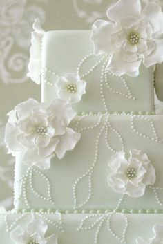 Flowers and Stitches cake