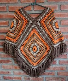 How to Crochet a Poncho - Design Peak Crochet Baby Cardigan, Crochet Poncho Patterns, Knitted Poncho, Crochet Scarves, Crochet Shawl, Crochet Clothes, Knit Crochet, Crochet Capas, Look Jean
