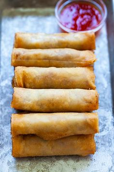 Lumpia are Filipino fried spring rolls filled with ground pork and mixed vegetables. This lumpia recipe is authentic and yields the crispiest lumpia ever! Filipino Appetizers, Filipino Desserts, Yummy Appetizers, Appetizer Recipes, Filipino Food, Filipino Recipes, Appetizer Dishes, Lumpia Recipe Beef, Lumpia Recipe Filipino