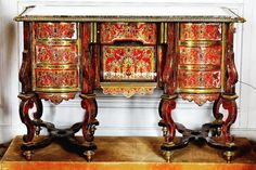 This desk in Mazarin style in red tortoiseshell and copper marquetry in as astonishing example of the highest level of elegance in french furniture.