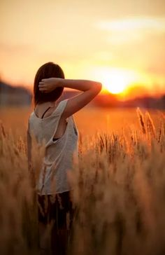 field of dreams: Sunset Photography, Girl Photography, Creative Photography, Morning Photography, Foto Nature, Field Of Dreams, Outdoor Portraits, Senior Portraits, Shooting Photo