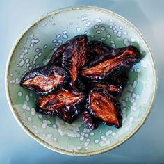 Dehydrated plum by Chlorophylle en Lémurie intérieure | raw # vegan