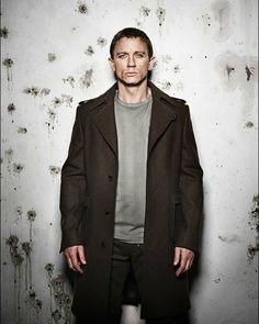 Daniel Craig by Warwick Saint Rachel Weisz, Daniel Craig Style, Daniel Craig James Bond, Daniel Stevens, Beautiful Men, Beautiful People, Hey Gorgeous, Craig Bond, Daniel Graig