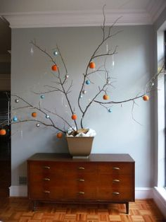 I love the paint color and the chest of drawers + the Modern Christmas Tree. Christmas Branches, Diy Christmas Tree, Tree Branches, Christmas Holidays, Christmas Stuff, Minimal Christmas, Modern Christmas, Winter Floral Arrangements, Alternative Christmas Tree
