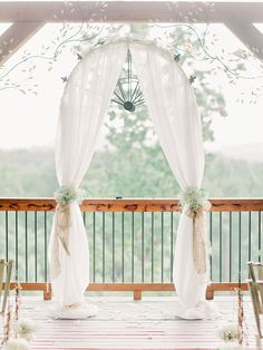 Arch decorated with white HYDRANGEAS + Baby´s Breath - Wolf Mountain Vineyards Wedding from Amy Arrington Photography