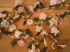 needle lace flowers, traditional turkish oya, pink, white(Etsy のPashaSuppliesより) https://www.etsy.com/jp/listing/232842292/needle-lace-flowers-traditional-turkish