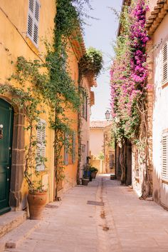 Provence & French Riviera Itinerary Gal Meets Glam : This summer we went on an incredible three week long trip to Provence and the French Riviera. Provence is filled with incredible views and spectacular aesthetic. St Tropez France, Places To Travel, Travel Destinations, Places To Visit, Reisen In Europa, Destination Voyage, Travel Aesthetic, Aesthetic Women, Aesthetic Gif