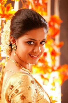 Actress Keerthi suresh in bridal silk saree photos. She is so beautiful in wedding silk sarees with matching blouses and jewellery. Keerthy Suresh Hot, Keerti Suresh, Most Beautiful Indian Actress, Beautiful Actresses, Hot Actresses, Indian Actresses, Bridal Silk Saree, Silk Sarees, Beauty Full Girl