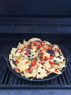 Loaded Grilled Nachos on the new Rockcrok Grill Stone www. Loaded Grilled Nachos on the new Rockcrok Grill Stone www. Pampered Chef Pizza Stone, Pampered Chef Recipes, Grilling Recipes, Seafood Recipes, Cooking Recipes, Grill Meals, Rockcrok Recipes, Grill Stone, Cinco De Mayo
