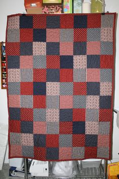 I love this very simple, Americana quilt. Maybe I can do something like this??